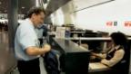 Video «Reiseleiter Pedro Lipp auf dem Weg zum nächsten Einsatz» abspielen