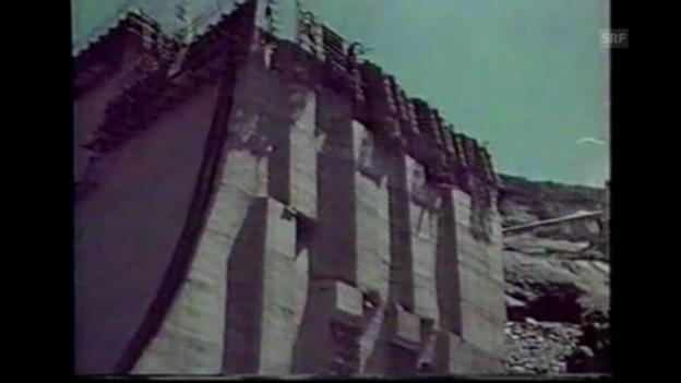 Video ««Einstein» entdeckt ... den leeren Stausee Lago di Lei» abspielen