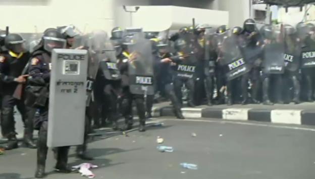 Video «Zusammenstösse in Thailand (unkomm.)» abspielen