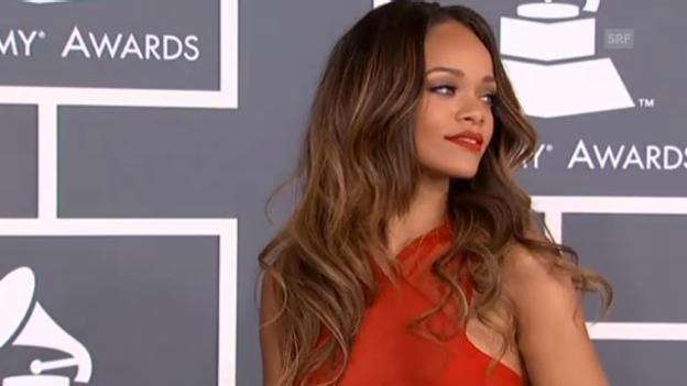 Video «Promis auf dem roten Grammy-Teppich (unkom. Video)» abspielen