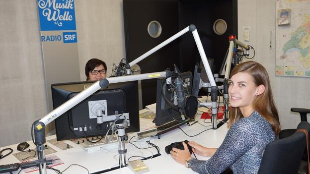 Lisa Stoll zu Besuch bei Christine Gertschen im Studio.