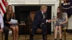 Video «Trump will mit mehr Waffen Massaker verhindern» abspielen