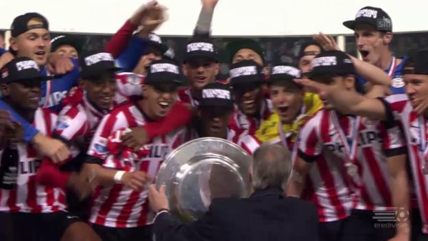 Video «Fussball: PSV Eindhoven und Olympiakos Piräus sind Meister» abspielen
