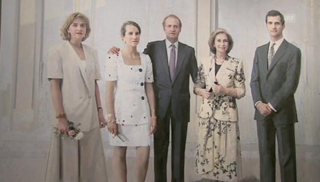 Video «Die spanischen Royals bei der Präsentation des königlichen Familienporträts» abspielen