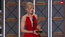 Link öffnet eine Lightbox. Video Emmys: Nicole Kidman räumt ab abspielen