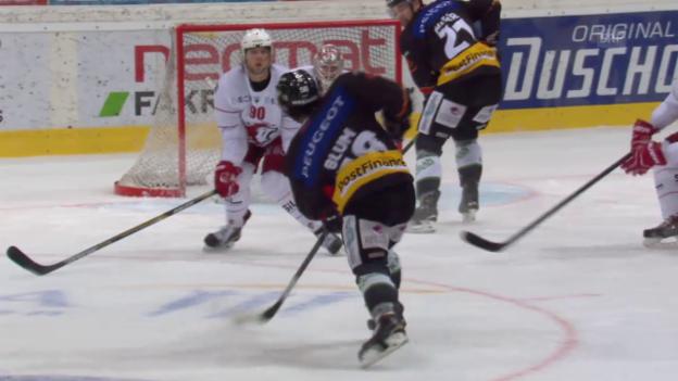 Video «Eishockey: Playoff-Viertelfinals, Spiel 5 Bern - Lausanne, Eric Blums Treffer zum 3:0» abspielen