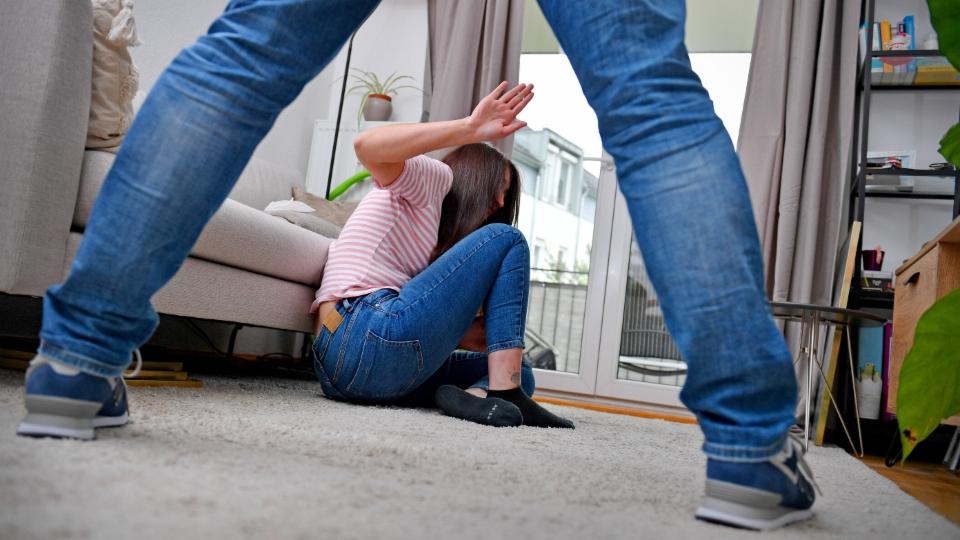 Macron führt Massnahmen gegen häusliche Gewalt ein