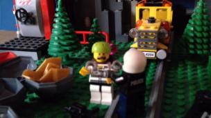 Video «Die spannende Lego-Verfolgungsjagd von «Zambo»-Mitglied CAP» abspielen