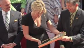 Video «Kate Winslet erhält einen Stern auf dem «Walk of Fame»» abspielen
