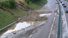 Link öffnet eine Lightbox. Video Überschwemmung auf der Autobahn A1 bei Wil abspielen