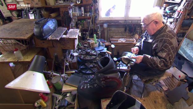 Video «Der 87jährige Schuhmacher Bucher» abspielen