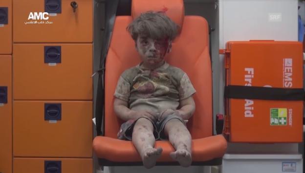 Video «Verletzter Knabe in einer Ambulanz (unkommentiert)» abspielen