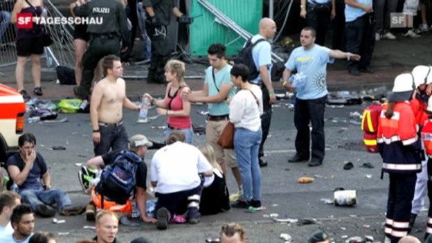 Video «Massenpanik an der Loveparade fordert 15 Tote» abspielen