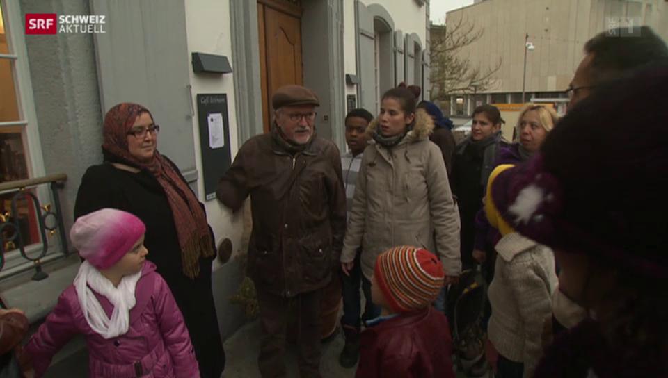 Held des Alltags: Rolf Geiser erklärt Asylsuchenden den Aargau
