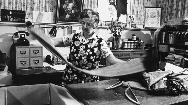 Kleiderstube der Winterhilfe (Reportage von 1943)