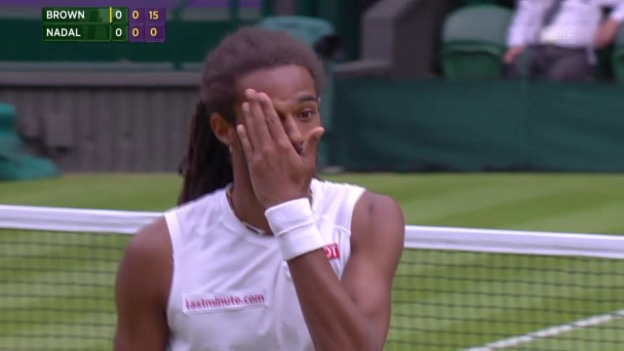 Video «Tennis: Wimbledon, 1. Game von Brown gegen Nadal» abspielen