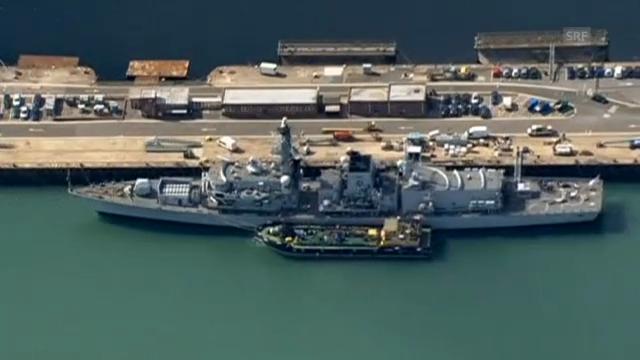 Die HMS Westminster und die auslaufende HMS Illustrious