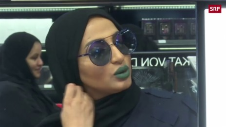Link öffnet eine Lightbox. Video Make-up-Boom in Saudi-Arabien abspielen