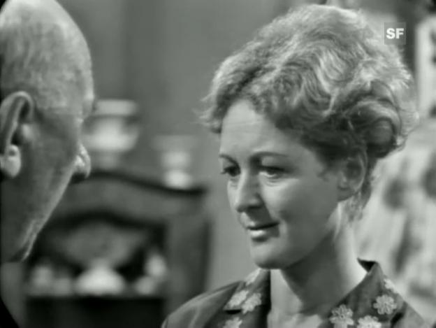 Video «Ausschnitt mit Stephanie Glaser aus der Theaterverfilmung «De Tod uf em Oepfelbaum». Regie und Drehbuch: Joseph Scheidegger. Produzent: Kurt Früh.» abspielen