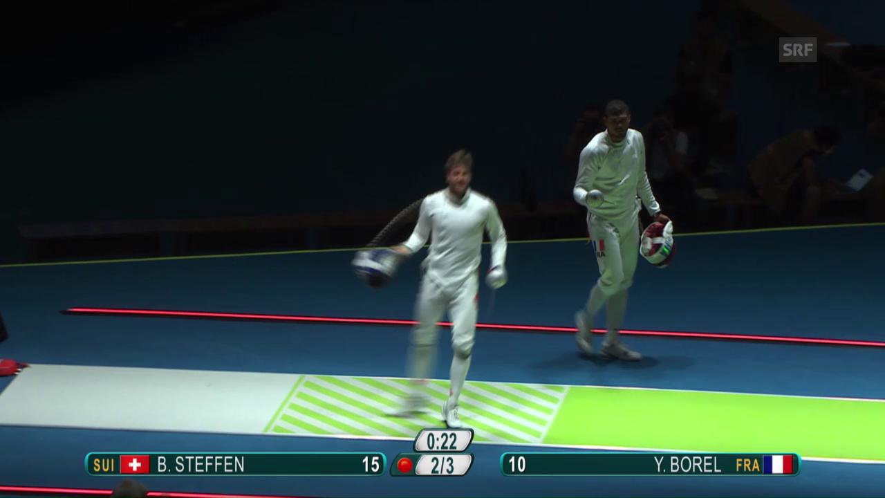 Steffen hält die Schweizer Fecht-Fahne hoch