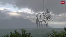 Link öffnet eine Lightbox. Video Fliegender Stahl-Elefant über Montreux abspielen