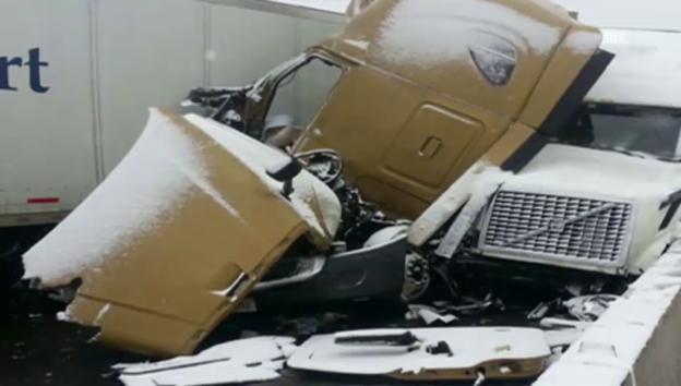 Video «Oregon: Autofahrer überlebt Horrorcrash» abspielen