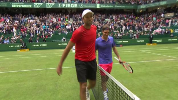 Video «Tennis: ATP 500 Halle, Halbfinal, Zusammenfassung Federer-Karlovic» abspielen