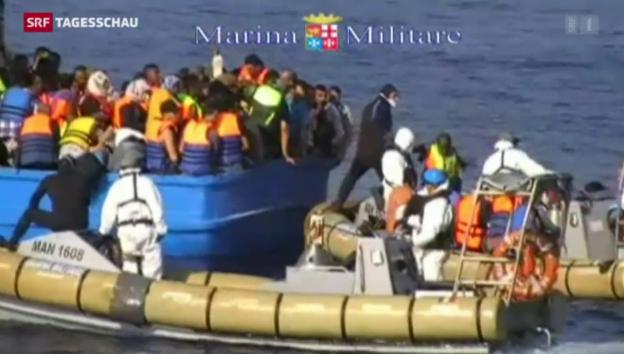 Video «Marine findet 40 Leichen auf Flüchtlingsschiff» abspielen