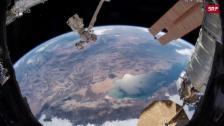 Link öffnet eine Lightbox. Video Spektakuläre Bilder von der ISS abspielen