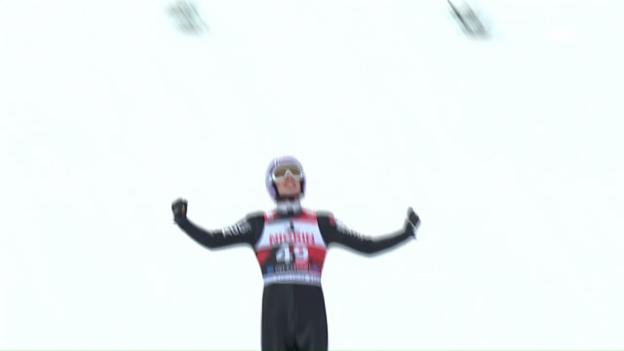 Video «238 Meter: Wellinger segelt zum Rekord» abspielen