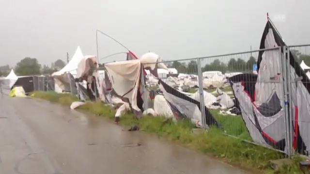 Zerfetzte Zelte nach Sturm in Biel