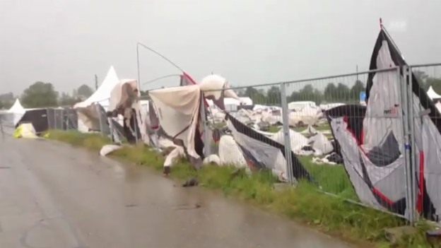 Video «Zerfetzte Zelte nach Sturm in Biel» abspielen