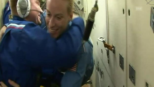 Video «ISS: Ankunft der neuen Crewmitglieder (Originalkommentar)» abspielen