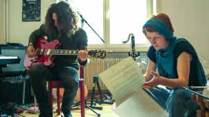 Laschar ir video «Poesia, texts e musica - tut en ina»