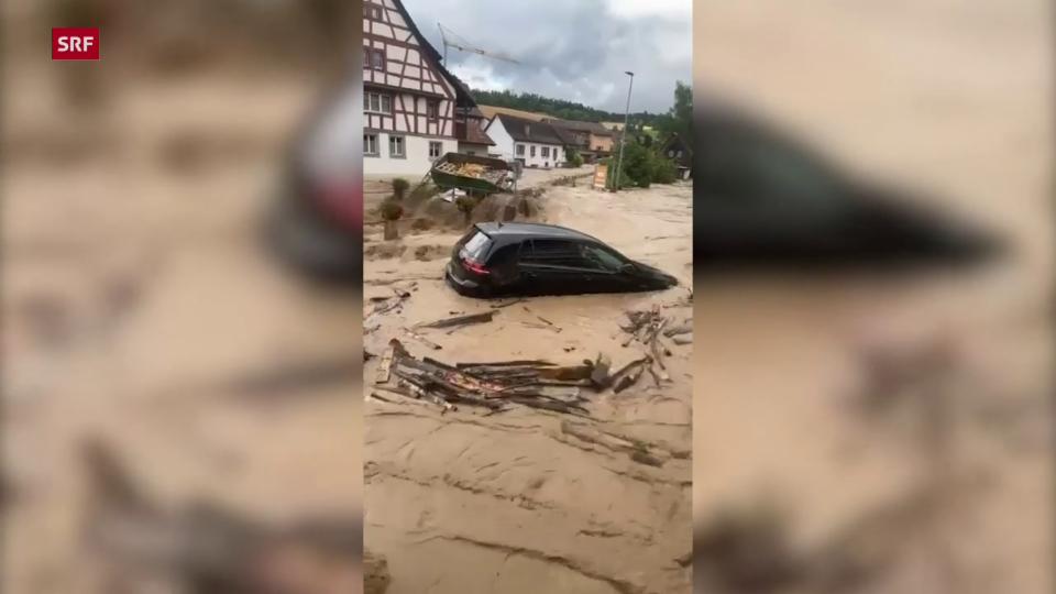 Autos mitgerissen: Meterhohe Flutwelle in Schleitheim (SH)