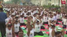 Link öffnet eine Lightbox. Video Tiefste Entspannung am Welt-Yoga-Day abspielen