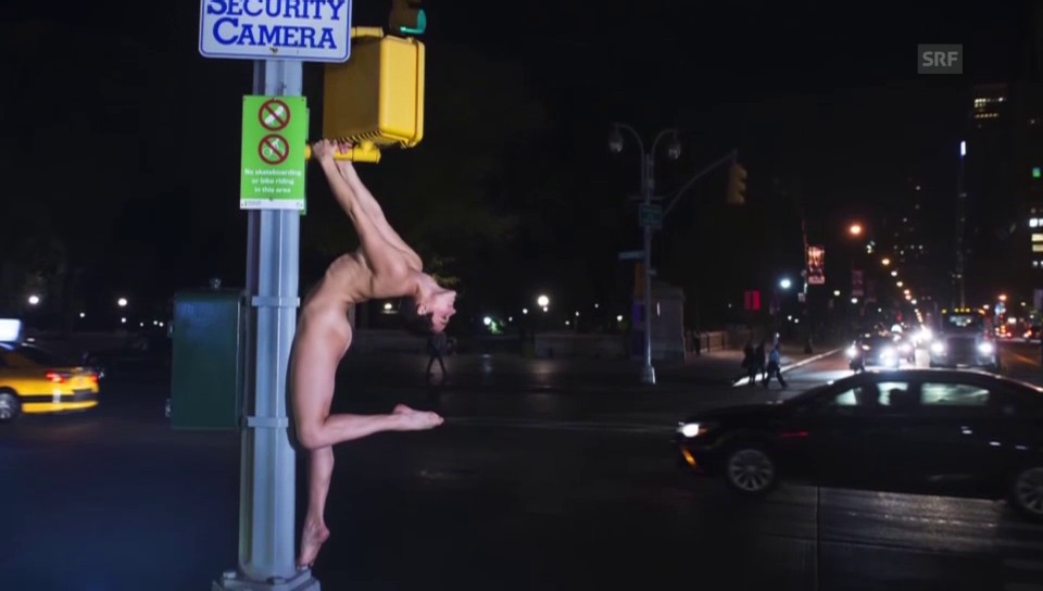 Nina Burri nackt in New York (unkomm.)