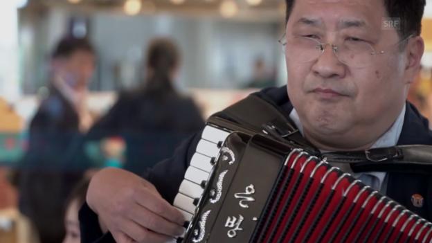 Video «Bizarre Ankunft in Pjöngjang» abspielen