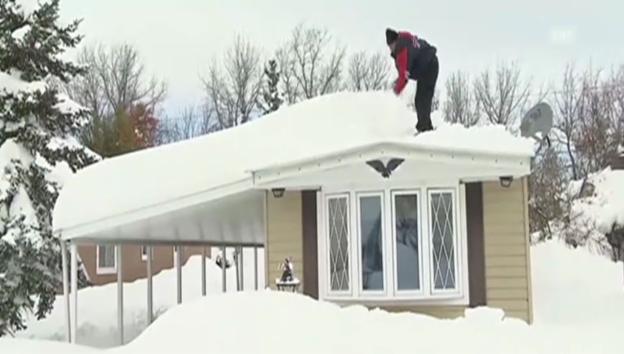 Video «Einwohner von Buffalo befreien ihre Häuser von Schnee (unkomm.)» abspielen