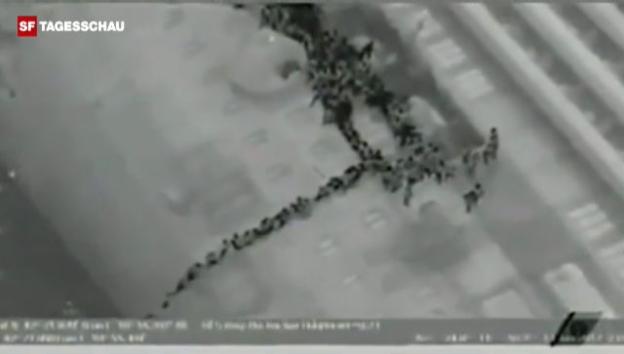 Video «Luftaufnahmen der Rettung von Helikopter aus gefilmt (Nachtsichtkamera). Unkommentiert.» abspielen