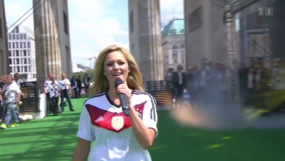 Sexy Empfang: Helene Fischer besingt die Fussball-Weltmeister