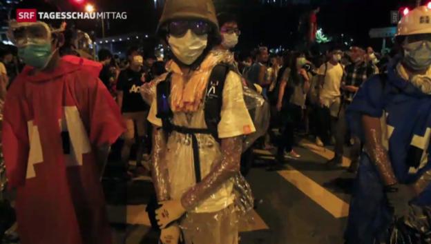 Video «Weiterhin angespannte Lage in Hong Kong» abspielen