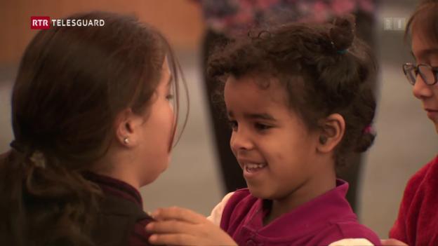 Laschar ir video «Integrar uffants da requirents d'asil cun chant e musica»
