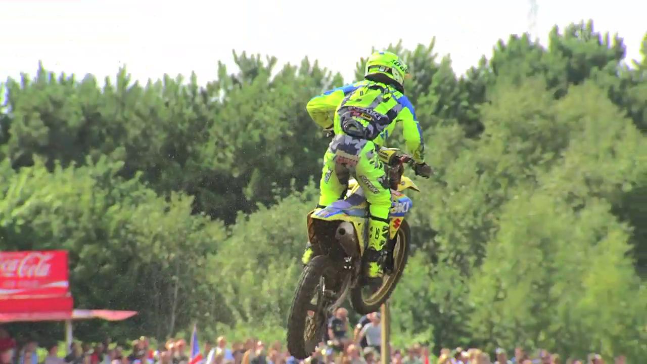 Jeremy Seewer erklärt die Sprungtechnik im Motocross