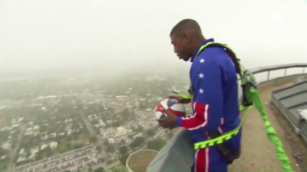 Video «Buckets Blakes trifft Korb aus 177 Metern Höhe» abspielen