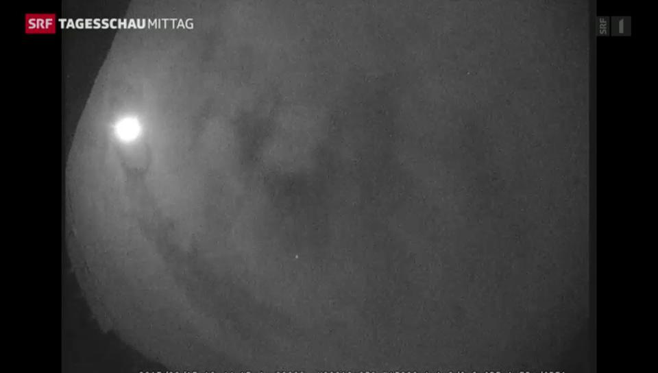 Ein faustdicker Meteor erhellt die Nacht