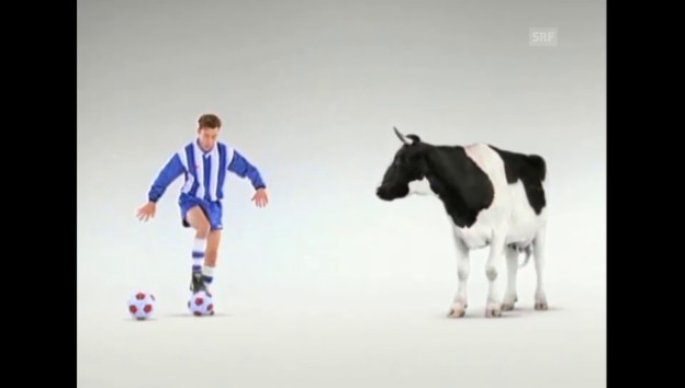 Video «Milch Schweizer Milchproduzenten - Fussballer (1993)» abspielen