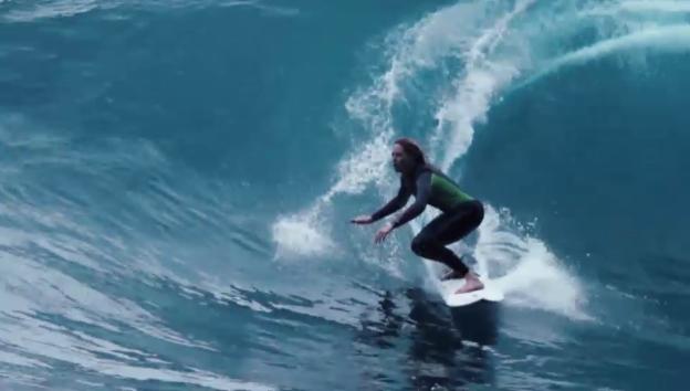 Video «Big Wave: Mit dem Surfboard in die Winterwelle» abspielen