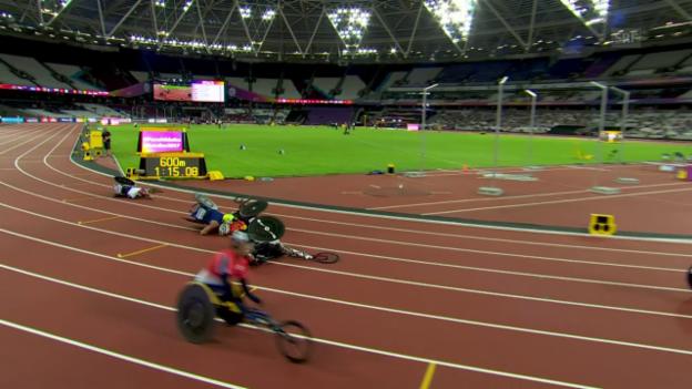 Video «Massensturz im 800-m-Rennen: Kein Gold für Sieger Hug» abspielen