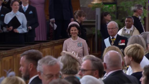 Video «Die Königsfamilie trifft ein» abspielen